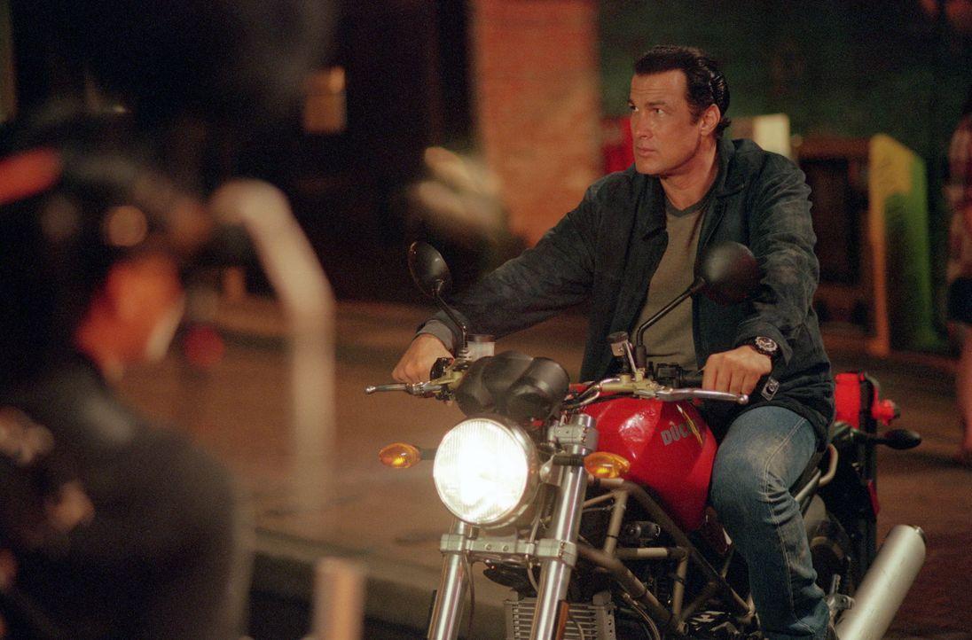 Er ist der härteste Bulle Detroits, der im Einsatz keine Gnade kennt: Einzelgänger Orin Boyd (Steven Seagal) ... - Bildquelle: Warner Bros. Pictures