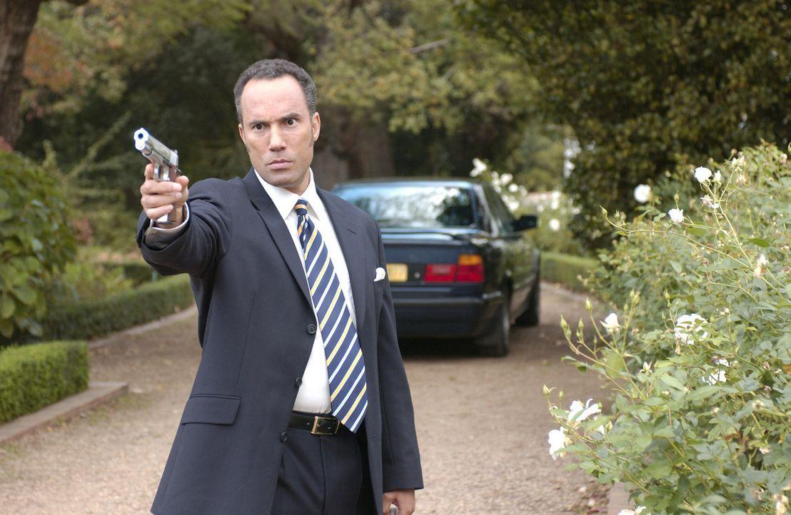Um einen Bankraub zu vertuschen, sucht CIA-Agent Anthony Chapel (Roger Guenveur Smith) ein Bauernopfer und findet es in John Seeger! Keine wirkliche... - Bildquelle: Nu Image