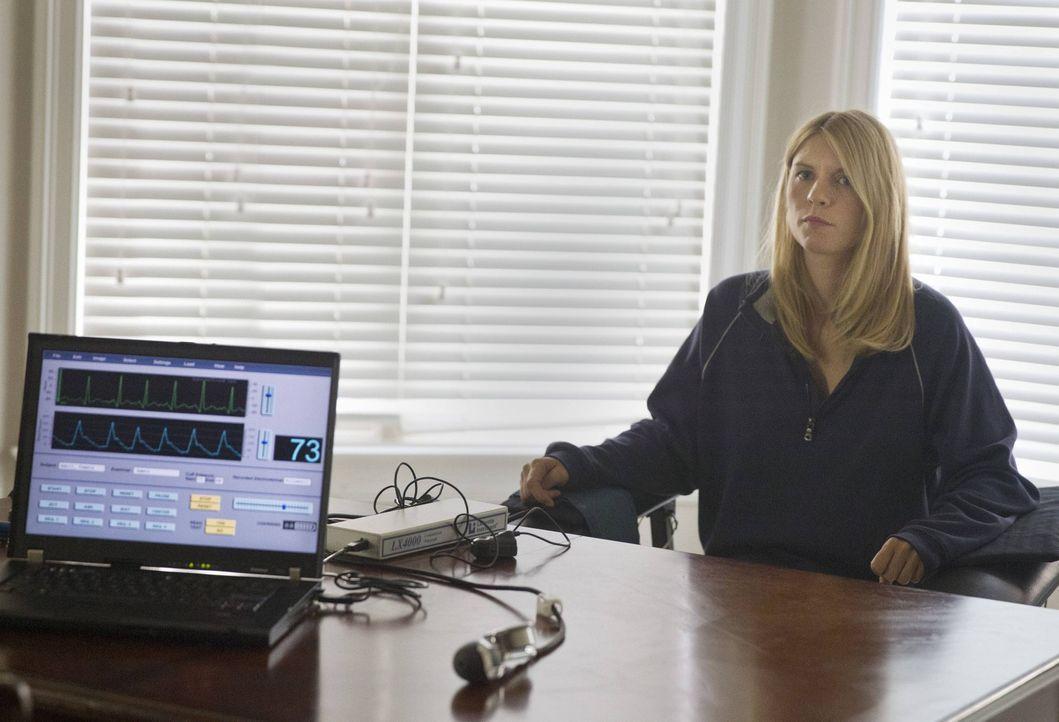 Während Saul und Quinn feststellen müssen, dass sie Carrie (Claire Danes) verloren haben, muss diese sich bei Javadis beweisen, um sein Vertrauen zu... - Bildquelle: 2013 Twentieth Century Fox Film Corporation. All rights reserved.