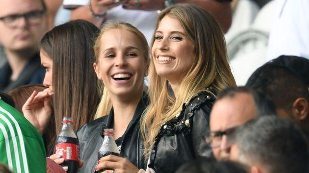 Manuel Neuers Freundin Nina Weiss und Mats Hummels' Frau Cathy Hummels.
