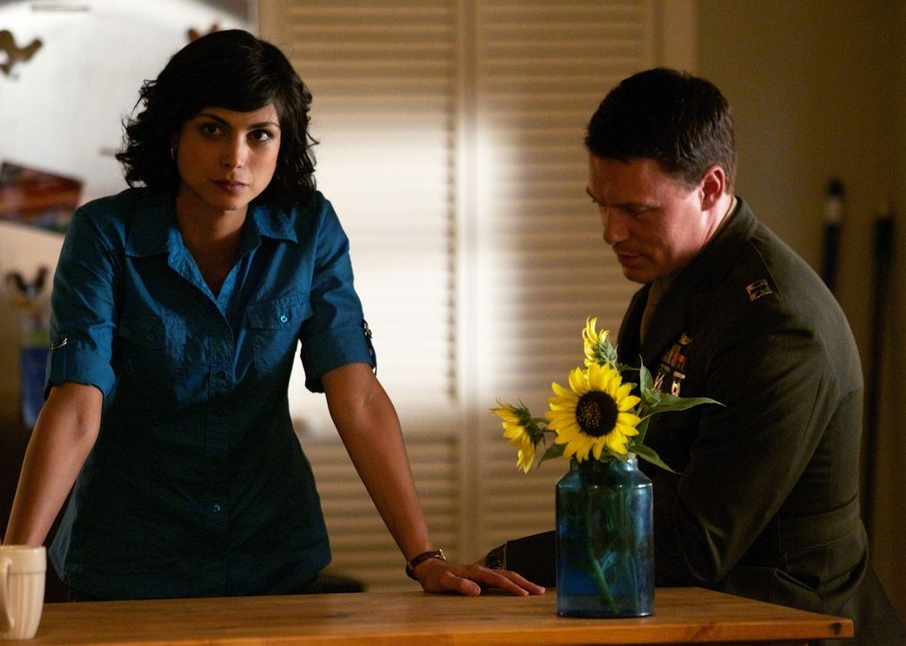 Seitdem Nick wieder zu Hause ist, darf ihre Liebe nicht mehr sein. Aber so schnell wollen Mike (Diego Klattenhoff, r.) und Jessica (Morena Baccarin,... - Bildquelle: 2011 Twentieth Century Fox Film Corporation. All rights reserved.