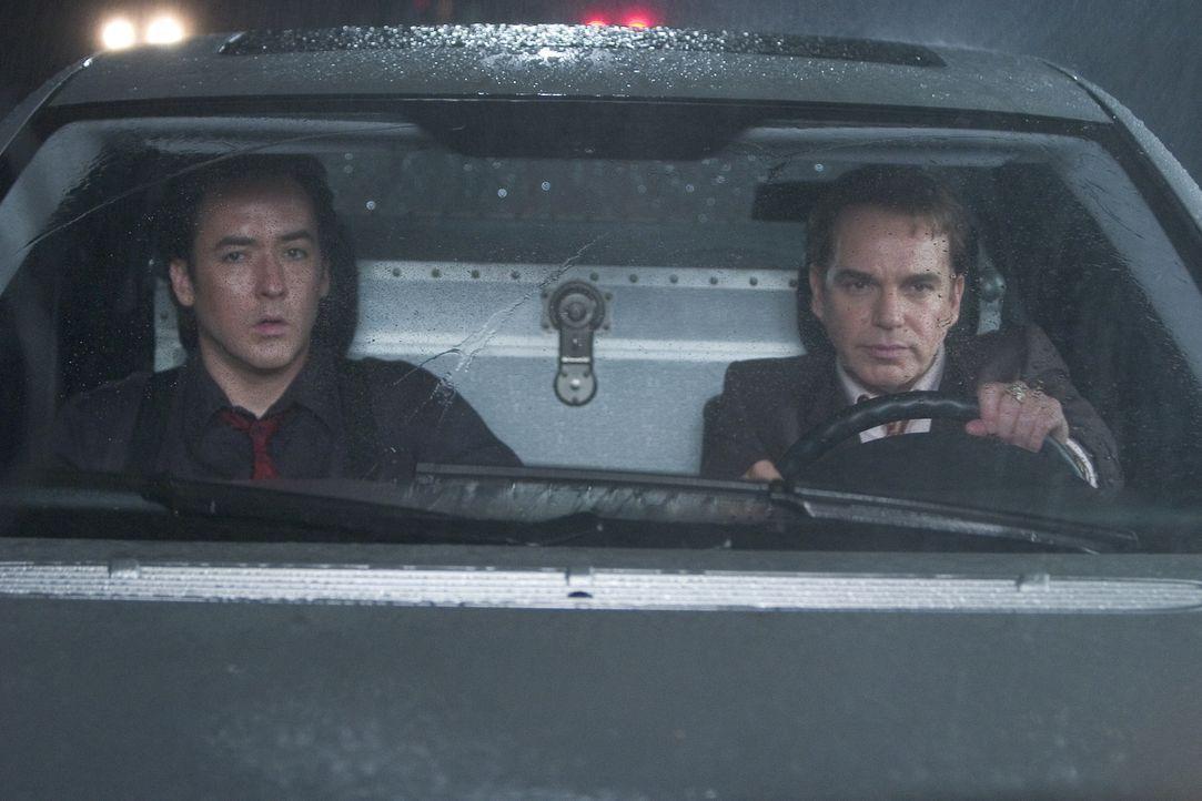 Vics (Billy Bob Thornton, r.) und Charlies (John Cusack, l.) Fluchtplan geht gehörig in die Hose. Denn die Strassen sind total vereist ... - Bildquelle: 2005 Focus Features LLC. All Rights Reserved.