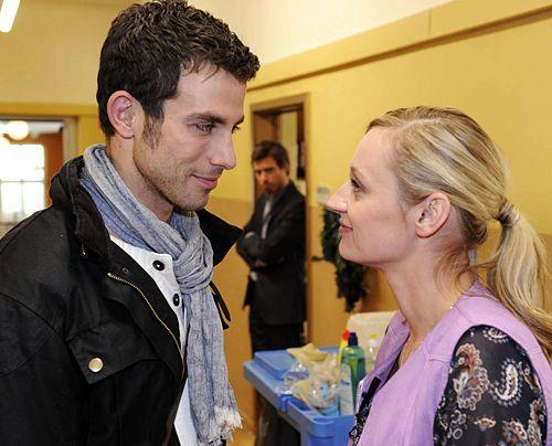 Julian sabotiert ein romantisches Date zwischen Michael und Karin ... - Bildquelle: Christoph Assmann - Sat1