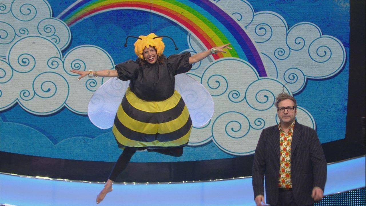 Auf der Suche nach Honig oder Punkten für das Team: Jana Pallaske (l.) und Paul Panzer (r.) im Spielmodus ... - Bildquelle: SAT.1