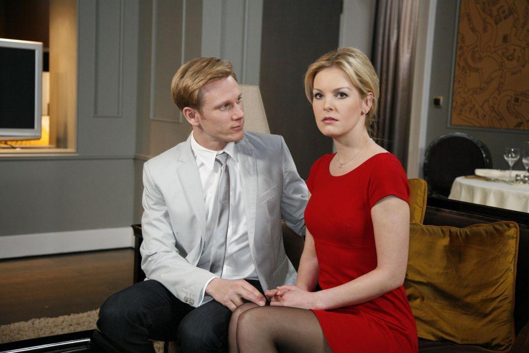 Philip (Philipp Romann, l.) hofft, dass Alexandra (Ivonne Schönherr, r.) trotz Marks Rückkehr an seiner Seite bleibt ... - Bildquelle: SAT.1