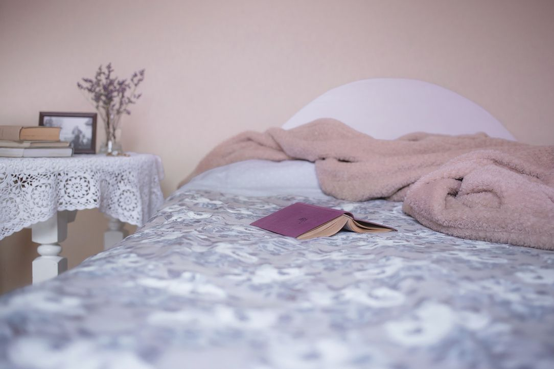 3. Aufgeräumte UmgebungUm einen ruhigen Schlaf zu finden sollte auch die Umg...