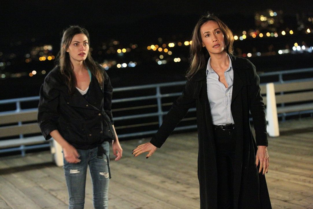 Werden von einem Stalker belästigt: Nicole (Phoebe Tonkin, l.) und Beth (Maggie Q, r.) ... - Bildquelle: Warner Bros. Entertainment, Inc.