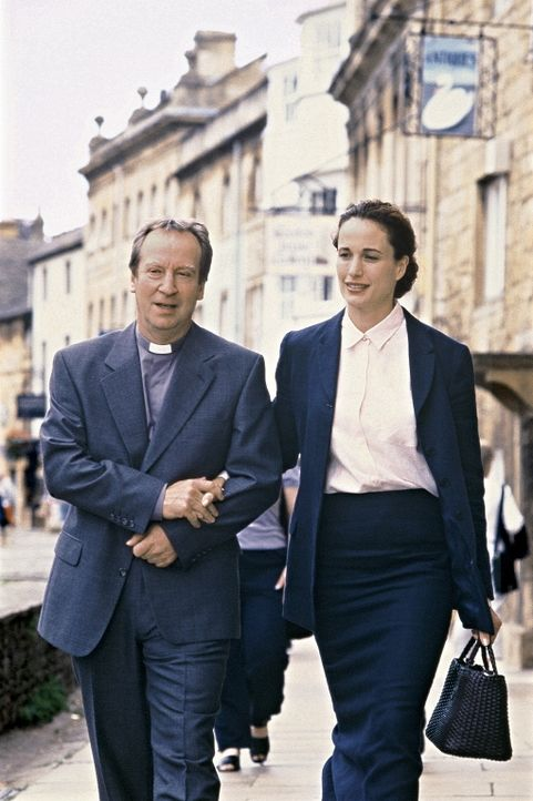 Seit Jahren zeigt Schuldiakon Gerald (Bill Paterson, l.) starkes Interesse an der Schulleiterin Kate (Andie MacDowell, r.), doch die attraktive jung... - Bildquelle: Sony Pictures Television International. All Rights Reserved.