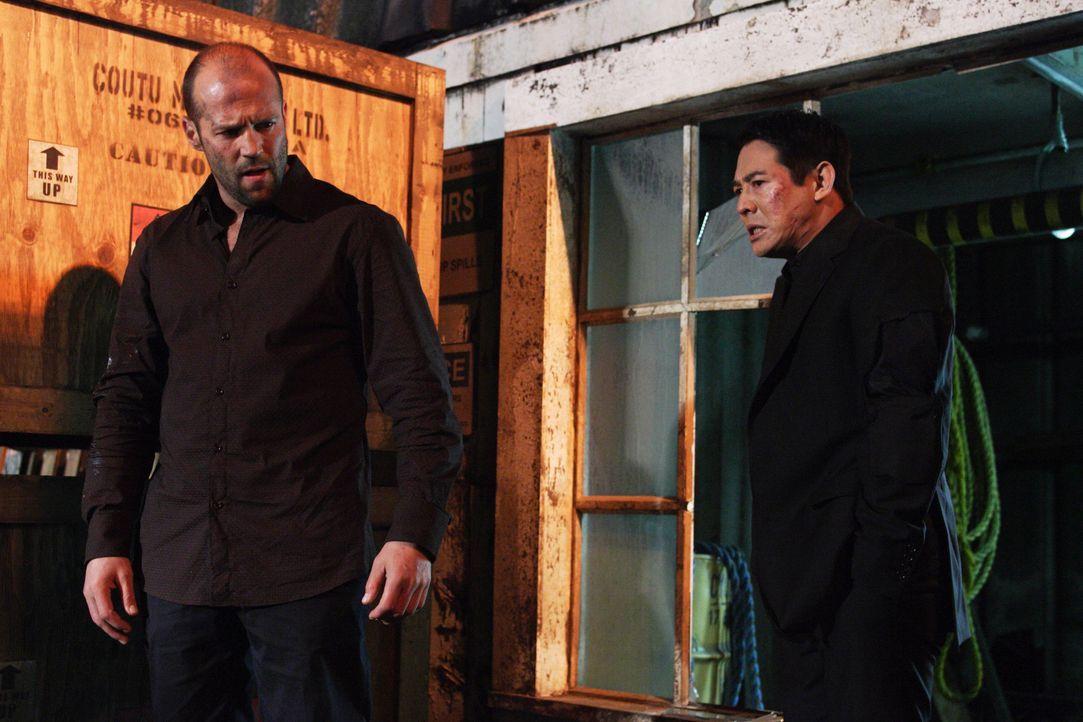 In einem dunklen Lagerhaus am Hafen entbrennt ein Kampf auf Leben und Tod zwischen Rogue (Jet Li, r.) und Jack Crawford (Jason Statham, l.) ... - Bildquelle: Constantin Film