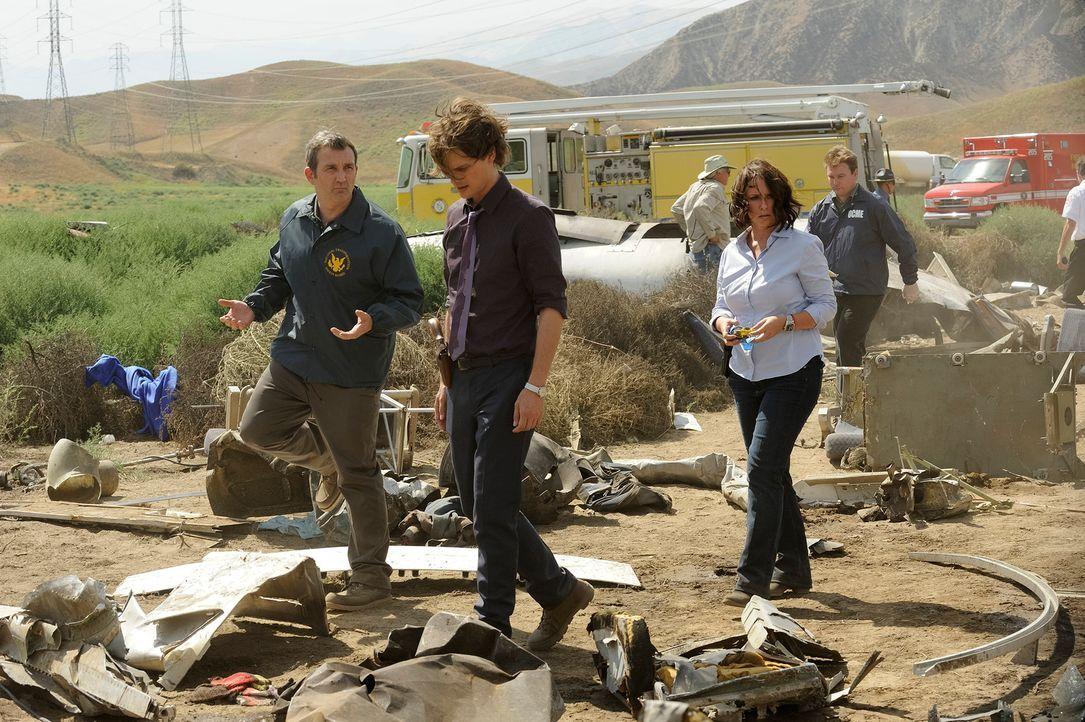Bei den Ermittlungen mit Reid (Matthew Gray Gubler, M.) in einem neuen Fall, wird Kate (Jennifer Love Hewitt, r.) an eine ähnliche Tragödie in der e... - Bildquelle: Colleen Hayes ABC Studios