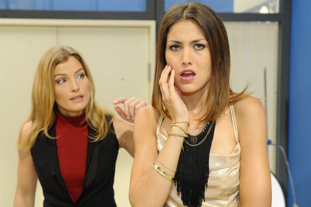 Was ist mit Annett (Tanja Wenzel, l.) und Jessica (Fiona Erdmann, r.) los? - Bildquelle: SAT.1