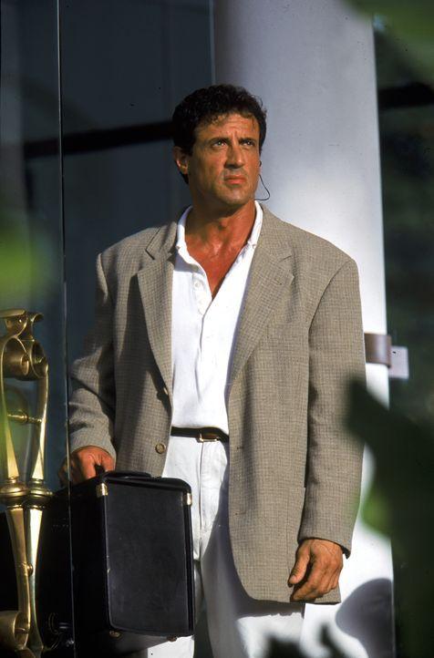 Robert Rath (Sylvester Stallone) ist nicht nur irgendein Profikiller, er ist der beste seiner Zunft. Dennoch hat er das kalte und einsame Business s... - Bildquelle: Warner Bros. Television