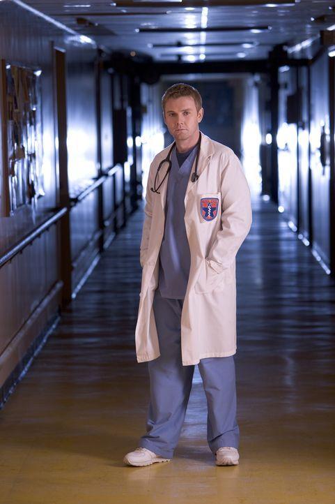 Muss mehr leisten, als er eigentlich imstande ist: Dr. Foster (Rick Schroder) ... - Bildquelle: MMV Paramount Pictures Corporation. All Rights Reserved.