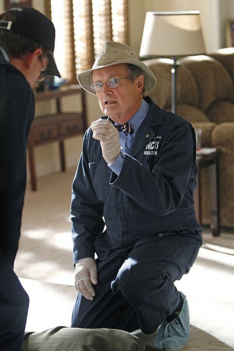 Ermitteln am Tatort: Jimmy (Brian Dietzen, l.) und Ducky (David McCallum, r.) ... - Bildquelle: CBS Television