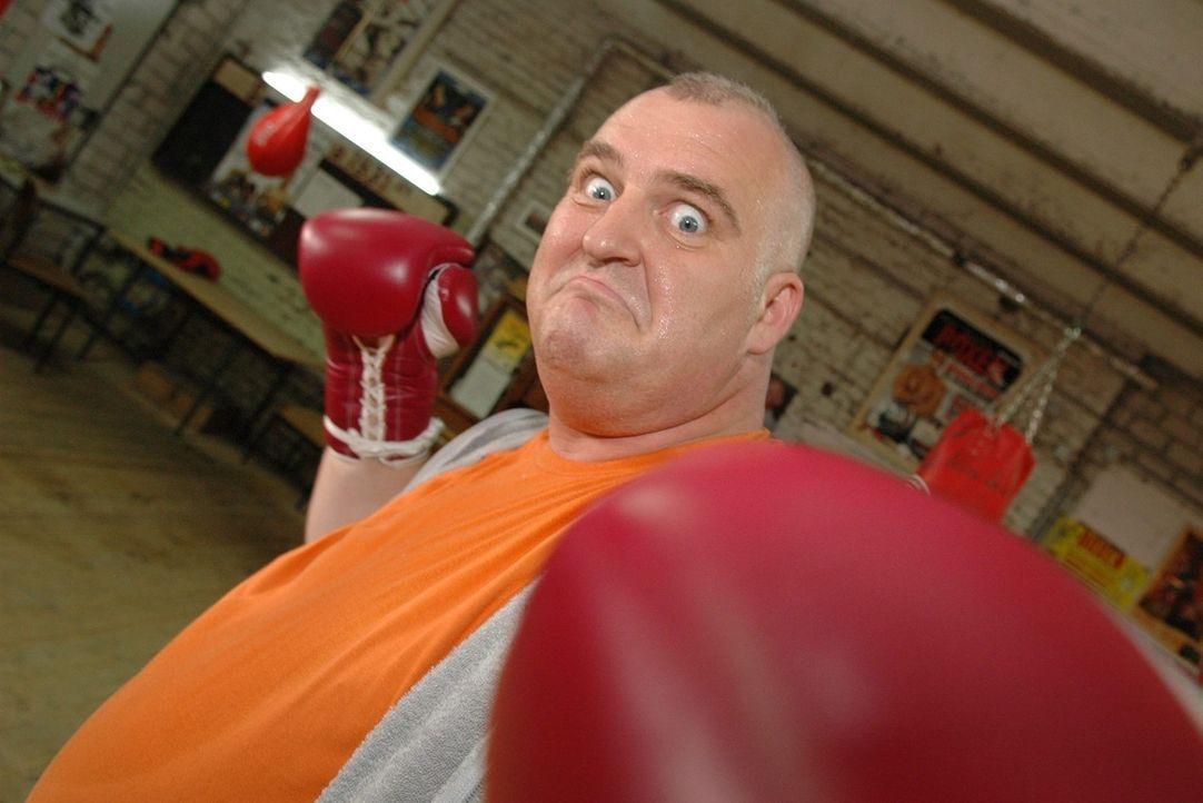 Markus Maria Profitlich versucht sich als Boxer ... - Bildquelle: Sat.1