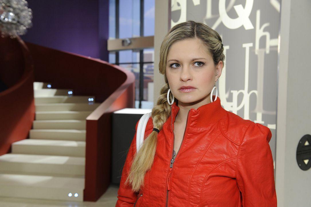 Nach der ersten gemeinsamen Nacht mit Lars folgt für Mia (Josephine Schmidt) ein purer Chaostag ... - Bildquelle: SAT.1
