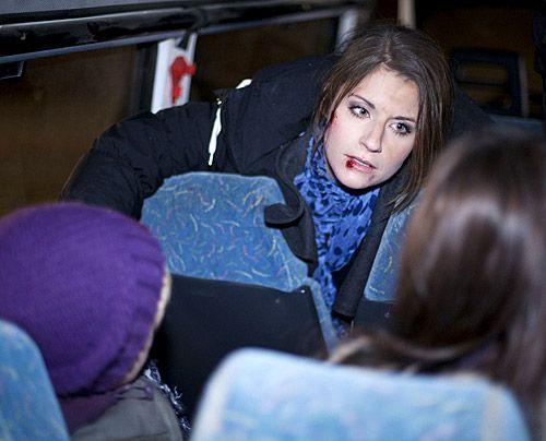 Bea macht sich schreckliche Sorgen um ihre Schüler - haben alle den Unfall gesund überstanden? - Bildquelle: David Saretzki - Sat1