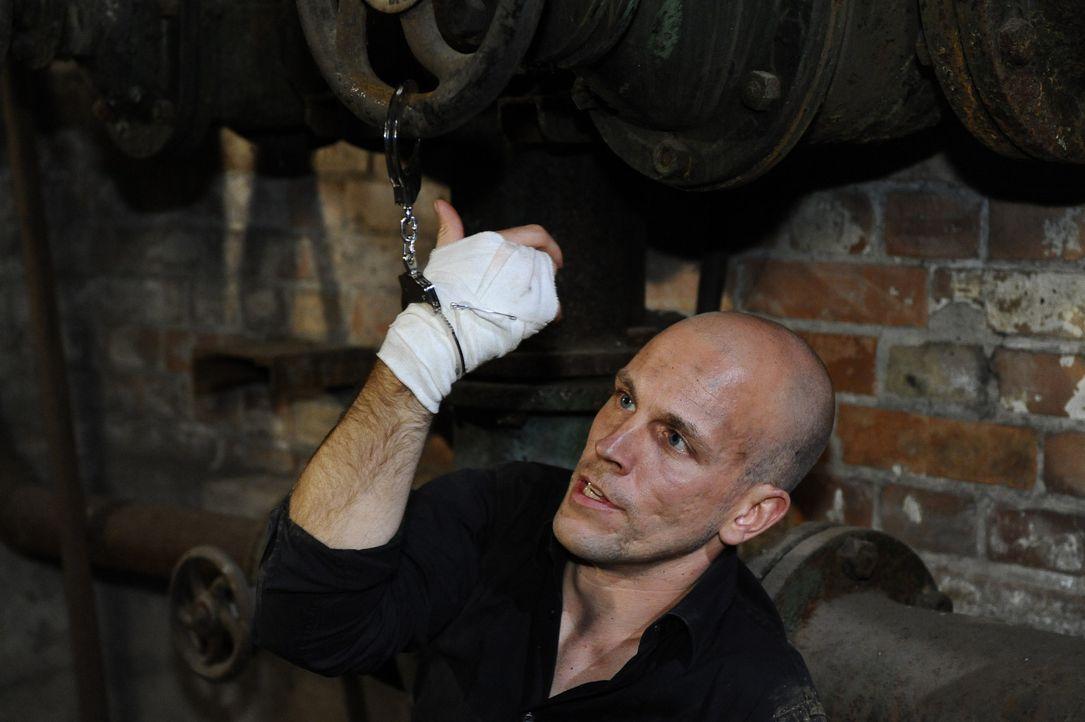 Vom Entführer zum Gefangenen: Gerrit (Lars Löllmann) ... - Bildquelle: SAT.1
