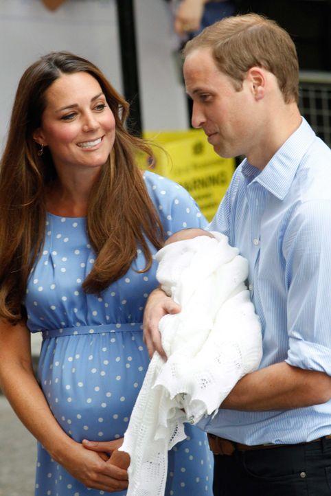 Prinz William hielt auch seinen Sohn - Bildquelle: dpa, Verwendung nur in Deutschland