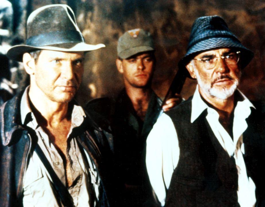 Indiana (Harrison Ford, l.) und sein Vater Henry Jones (Sean Connery, r.) werden von den Nazis gefangen genommen, die den heiligen Gral für den Fü... - Bildquelle: Paramount Pictures