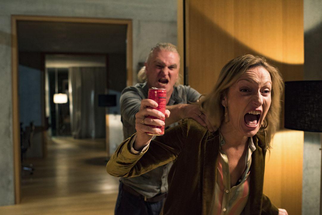 Holger (Detlev Buck, l.); Miriam (Monika Gruber, r.) - Bildquelle: 2017 Constantin Film Verleih GmbH