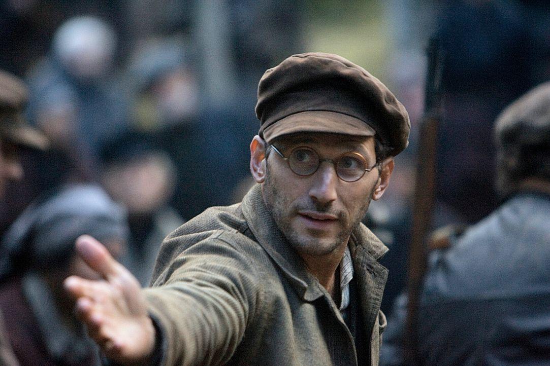 """Um der drohenden Ermordung zu entgehen, flüchtet auch der Intellektuelle Isaac Malbin (Mark Feuerstein) in das """"neue Jerusalem"""". Gemeinsam mit den a... - Bildquelle: 2009 Constantin Film Verleih"""