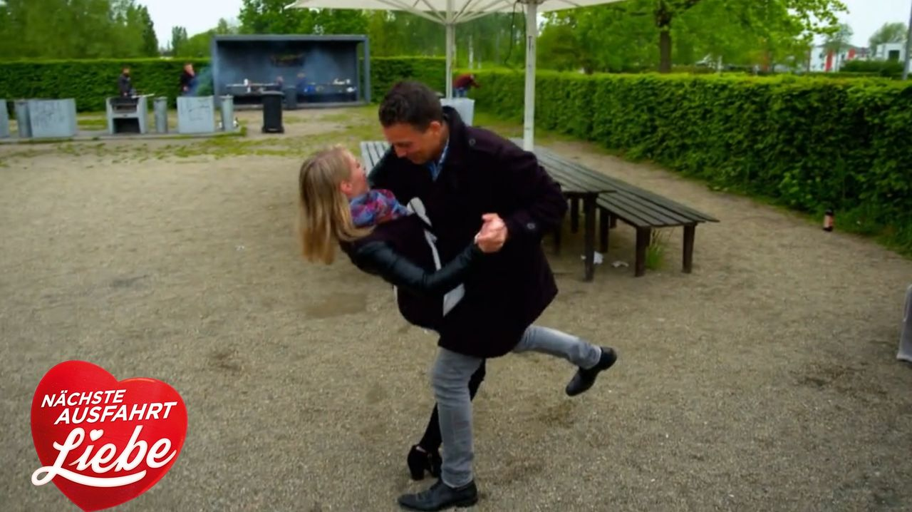 Nicole (l.); Sebastian (r.) - Bildquelle: SAT.1