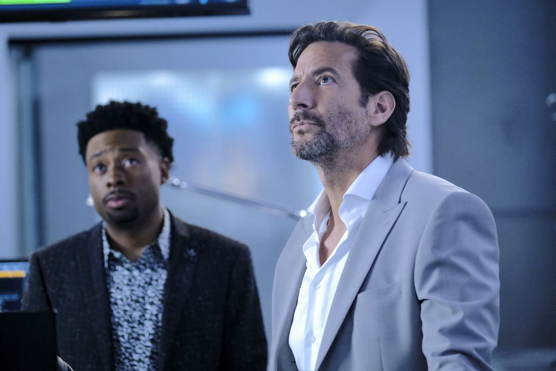 Wilt Bozer (Justin Hires, l.); Russ Taylor (Henry Ian Cusick, r.) - Bildquelle: Guy D'Alema 2020 CBS Broadcasting, Inc. All Rights Reserved / Guy D'Alema