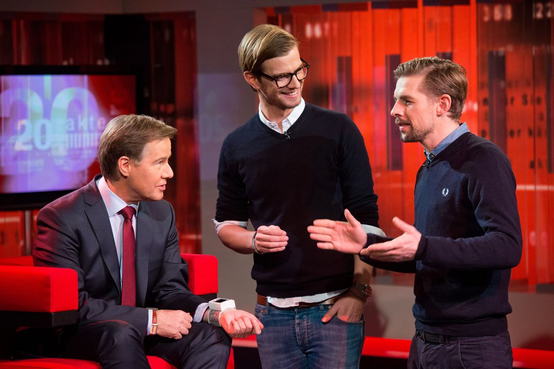 Wird es Joko Winterscheidt (M.) und Klaas Heufer-Umlauf (r.) gelingen, den dienstältesten Moderator bei SAT.1, Ulrich Meyer (l.), aus der Reserve zu... - Bildquelle: Oliver Ziebe SAT.1