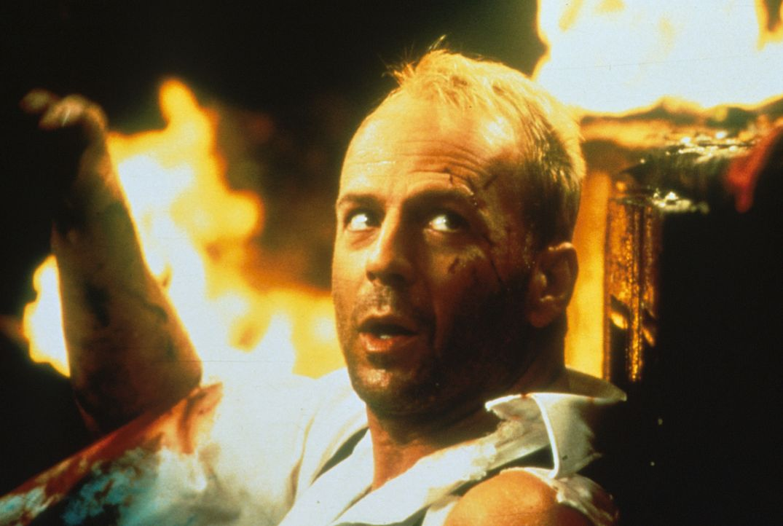 Eines Tages verliebt sich der Lufttaxifahrer Korben Dallas (Bruce Willis) in eine geheimnisvolle Fremde ... - Bildquelle: Tobis Filmkunst