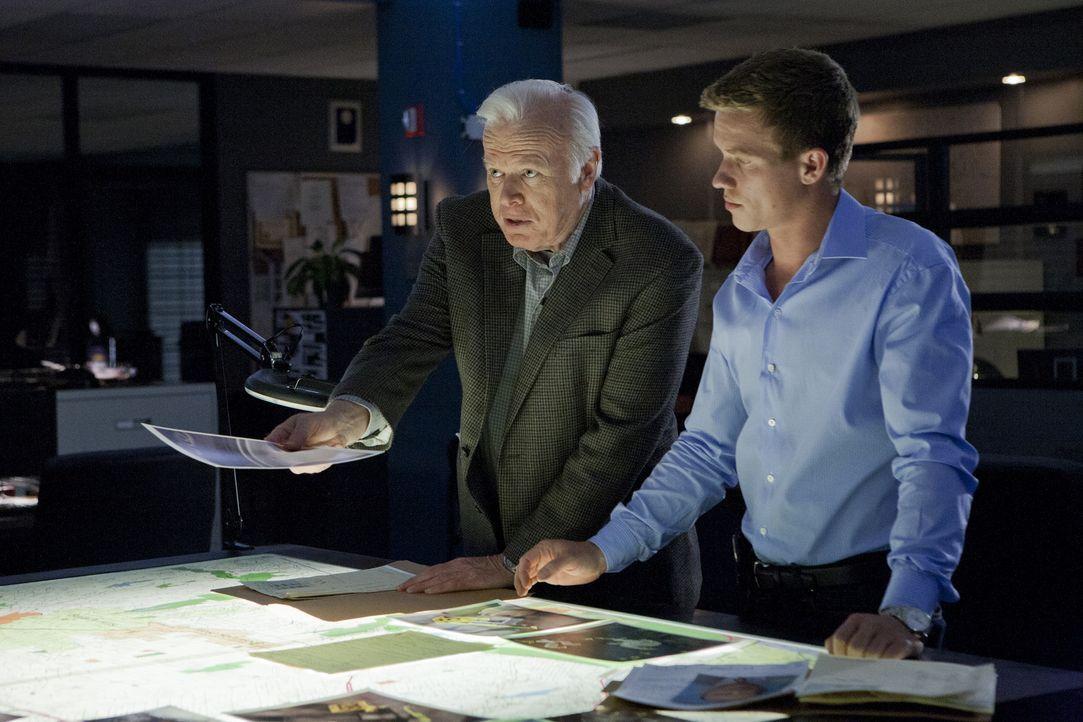 Versuchen gemeinsam einen Fall zu lösen: Wes (Warren Kole, r.) und sein ehemaliger Chef Fred (Kevin Tighe, l.) ... - Bildquelle: USA Network