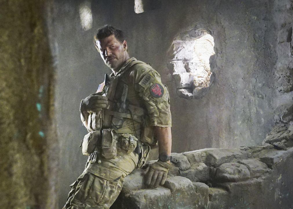 Während seine Kollegen ihre Mission anders als erwartet bestreiten müssen, verfolgt Jason (David Boreanaz) trotz seiner Verletzung die Zielperson ..... - Bildquelle: Monty Brinton Monty Brinton/CBS   2018 CBS Broadcasting, Inc. All Rights Reserved.