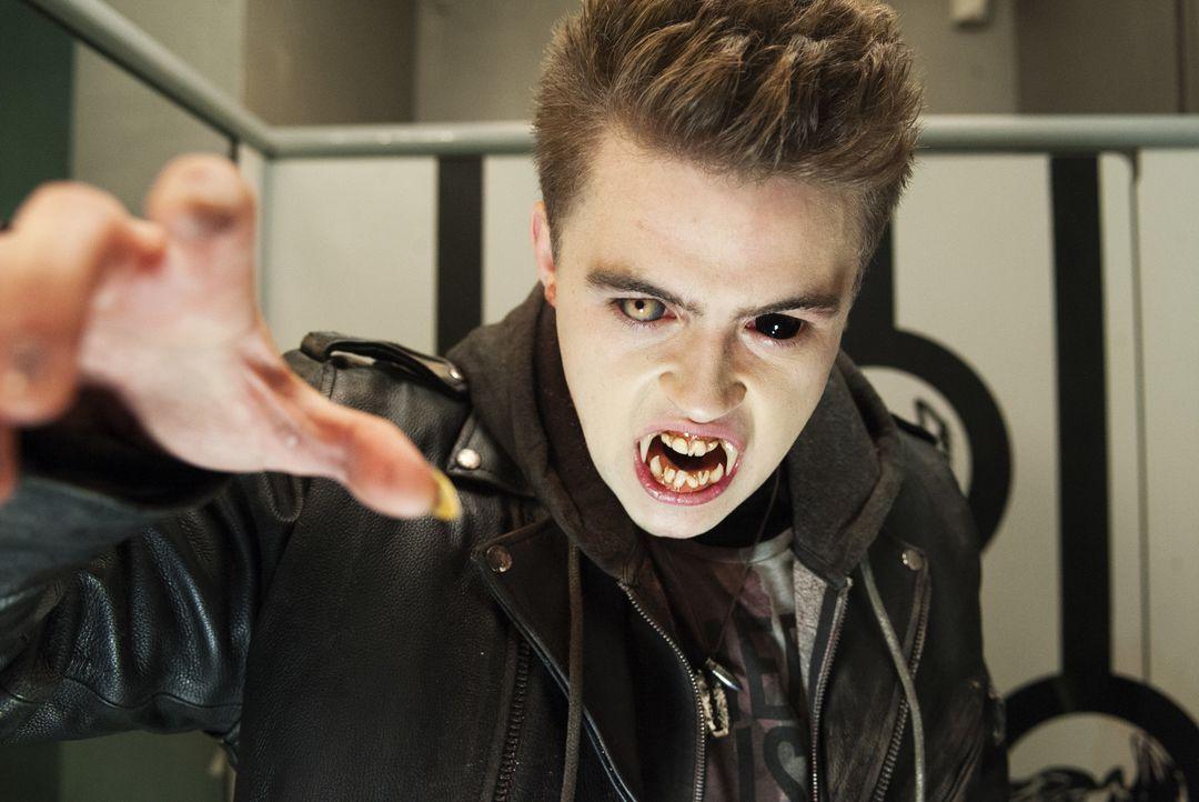 'Evil' Ed (Chris Waller) entpuppt sich als nicht so harmlos wie gedacht ... - Bildquelle: 2013 Twentieth Century Fox Film Corporation. All rights reserved.