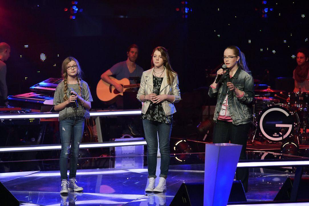 The-Voice-Kids-Stf03-Epi06-Auftritte-20-Cosma-Liv-Elinor-SAT1-Andre-Kowalski - Bildquelle: SAT.1/Andre Kowalski
