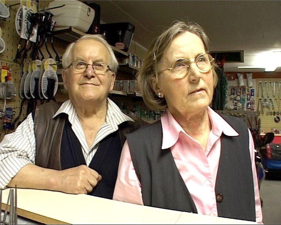 Das 80-jährige Ehepaar Spahr geht in die wohlverdiente Rente und gibt den Fahrradladen auf. Aber eine junge Familie wird ihn weiterführen. - Bildquelle: Sat.1