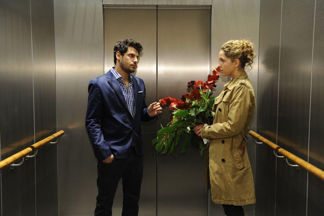 Treffen widerwillig aufeinander: Luca (Manuel Cortez, l.) und Nina (Maria Wedig, r.) ... - Bildquelle: SAT.1