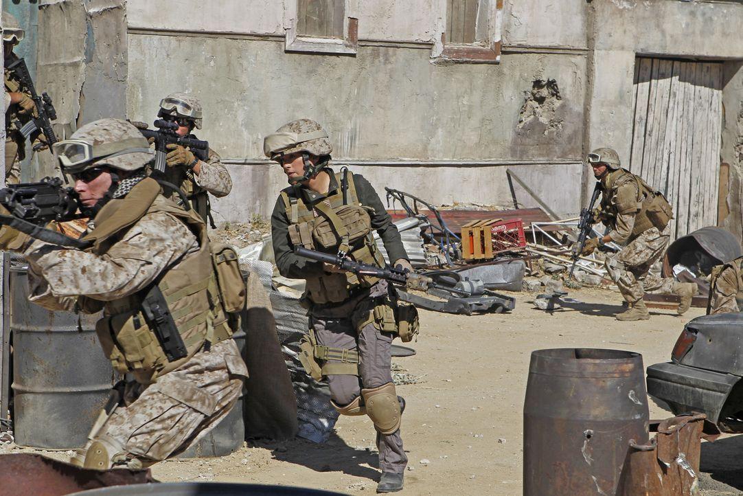 Die Suche nach einer verschwundenen Marinesoldatin führt Gibbs und Ziva (Cote de Pablo, M.) nach Afghanistan, an ihren letzten bekannten Aufenthalt... - Bildquelle: CBS Television