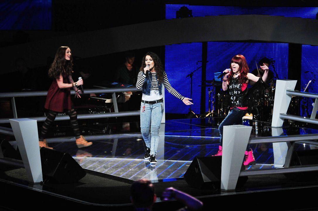 The-Voice-Kids-Stf02-Epi07-Carlotta-Vanessa-Tamara-4-SAT1-Andre-Kowalski - Bildquelle: SAT.1/Andre Kowalski