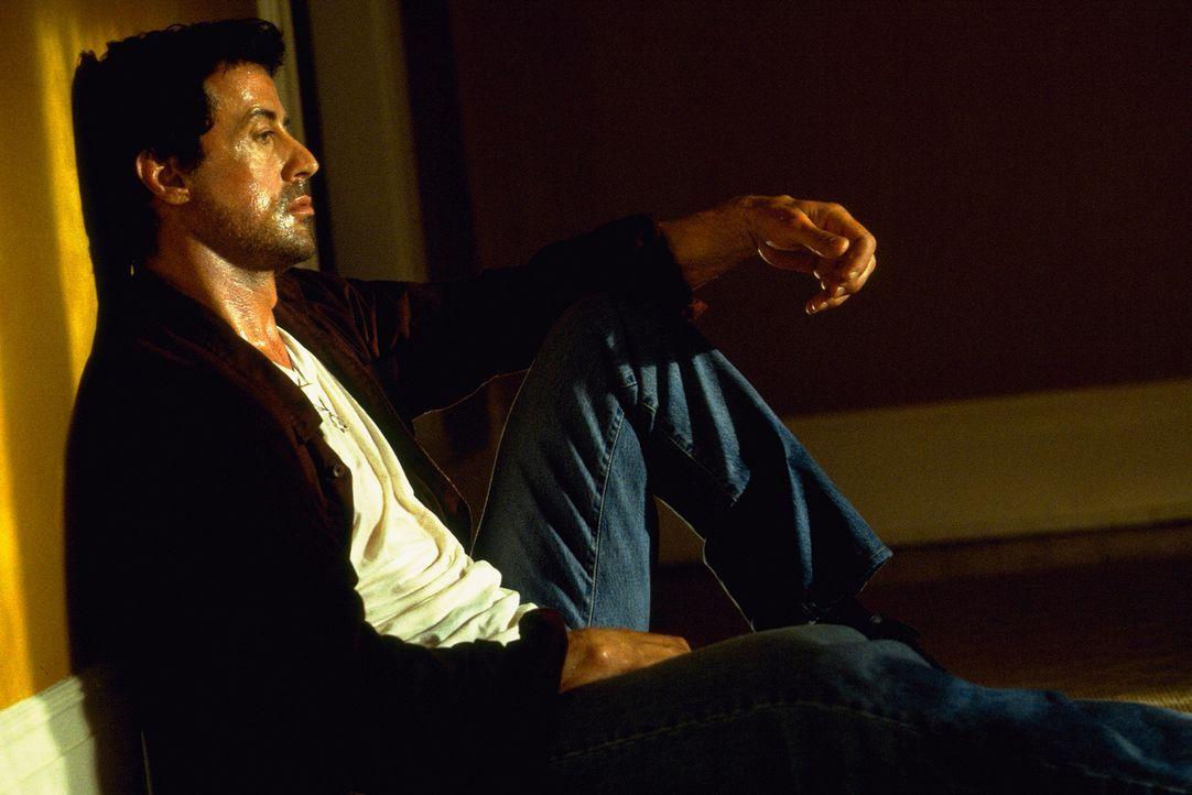 Ein bestialischer Cop-Killer hat die Freundin von Jake Malloy (Sylvester Stallone) brutal ermordet. Jake plagen furchtbare Schuldgefühle, die er ve... - Bildquelle: Universal Pictures
