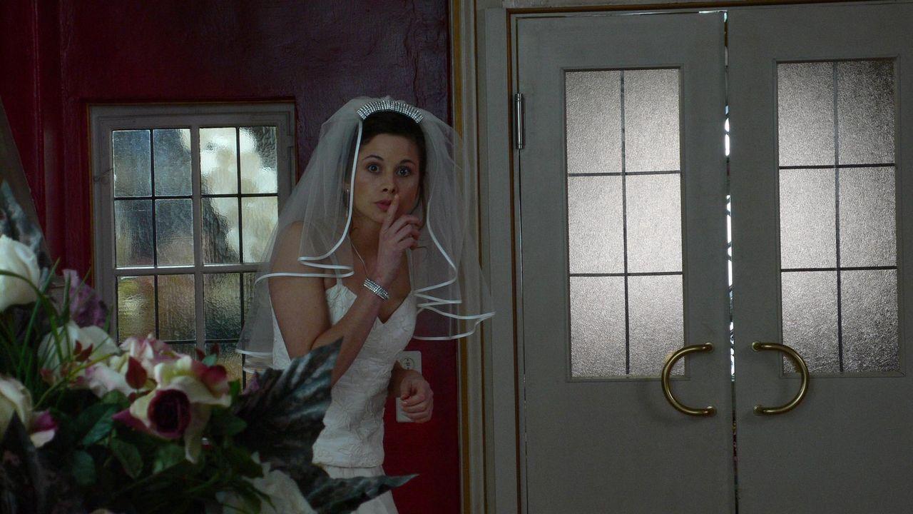 Kim (Ellenie Salvo Gonzáles) hat ein Geheimnis ... - Bildquelle: ProSieben