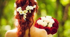 Flower-Power – mit Blumen im Haar wecken Sie 70er-Jahre-Feeling.