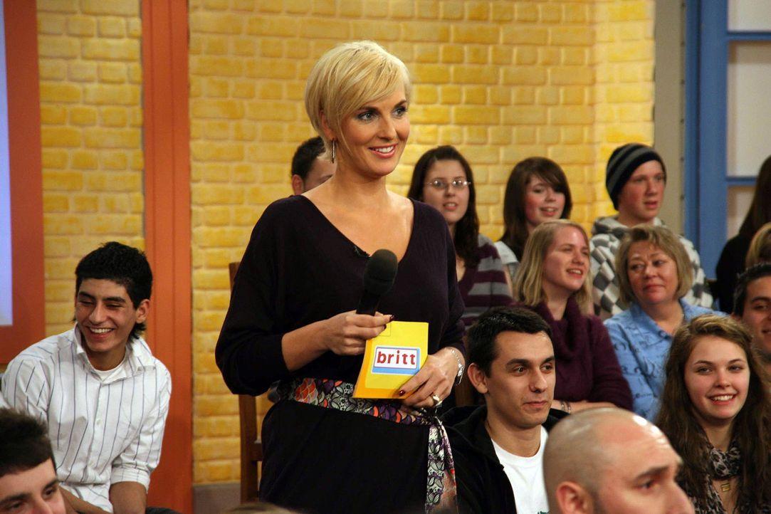 """Mit viel Charme moderiert Britt Hagedorn ihre erfolgreiche Talkshow """"Britt"""". - Bildquelle: Sat.1"""