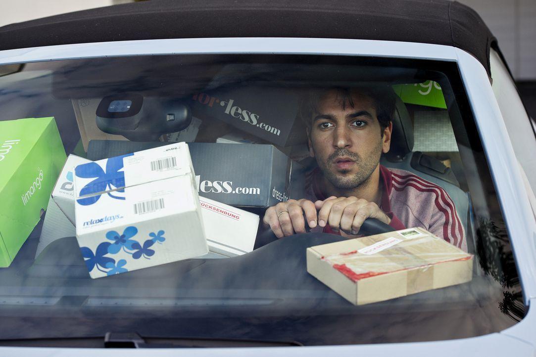 Eroll (Elyas M'Barek) ist genervt. Verliert er unter all den Päckchen seine Männlichkeit? - Bildquelle: Marco Nagel die Film GmbH