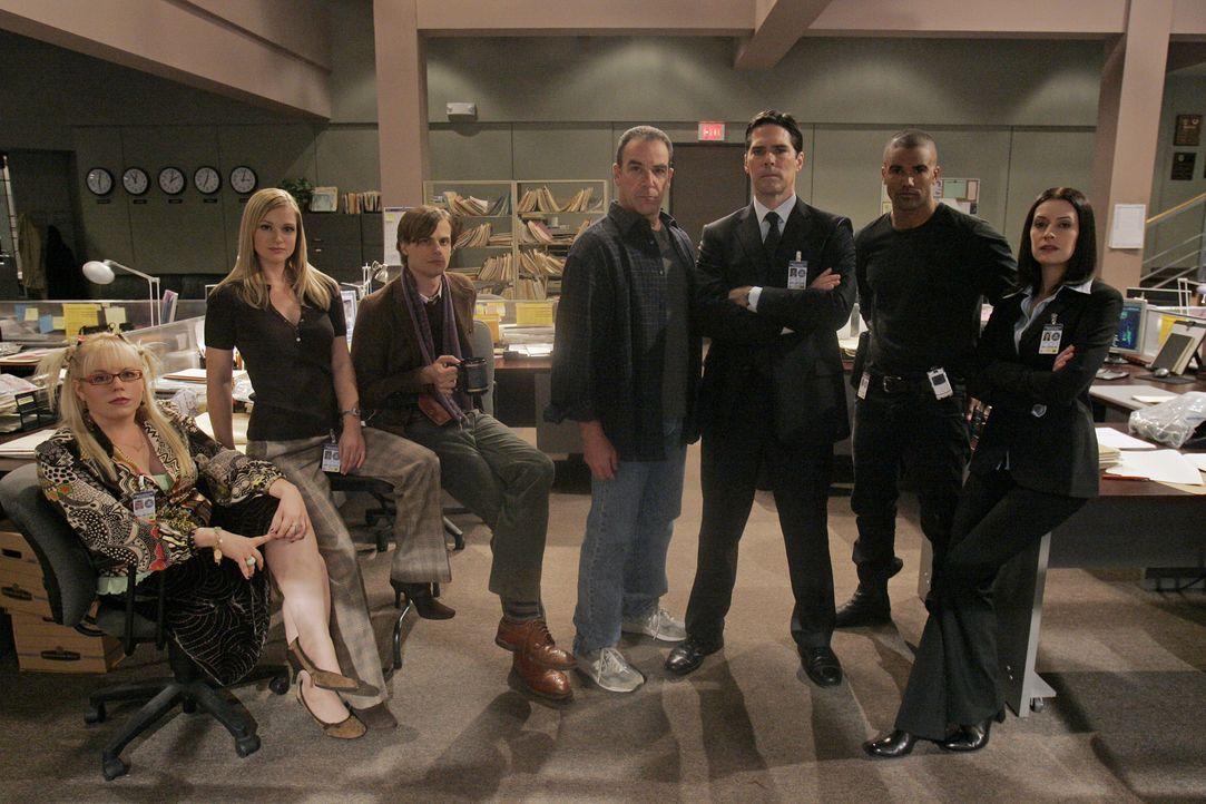 (2. Staffel) - Gemeinsam bringen sie jeden Serientäter zur Strecke: (v.l.n.r.) Penelope Garcia (Kirsten Vangsness), Jennifer 'JJ' Jareau (AJ Cook),... - Bildquelle: Touchstone Television