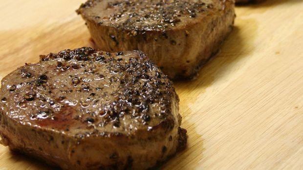 Ein saftiges Steak macht auch als schnelles Weihnachtsessen ordentlich was her.
