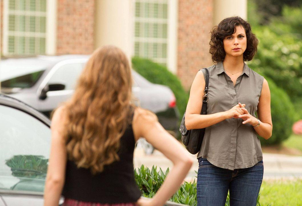Dana (Morgan Saylor, l.) versucht ihrer Mutter (Morena Baccarin, r.) deutlich zu machen, dass es ihr nicht an Aufmerksamkeit mangelt, sie aber ganz... - Bildquelle: 2013 Twentieth Century Fox Film Corporation. All rights reserved.