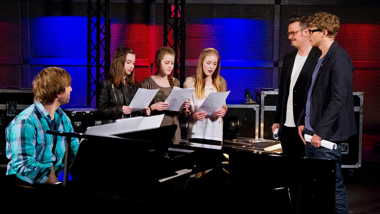 The-Voice-Kids-epi04-Alexandra-Sarah-Rita-3-SAT1-Richard-Huebner - Bildquelle: SAT.1/Richard Hübner