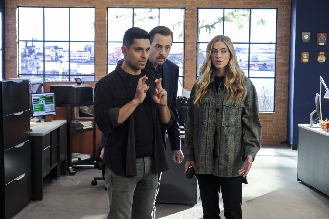 (v.l.n.r.) Nick Torres (Wilmer Valderrama); Timothy McGee (Sean Murray); Ellie Bishop (Emily Wickersham) - Bildquelle: Patrick Wymore 2020 CBS Broadcasting Inc. All Rights Reserved. / Patrick Wymore