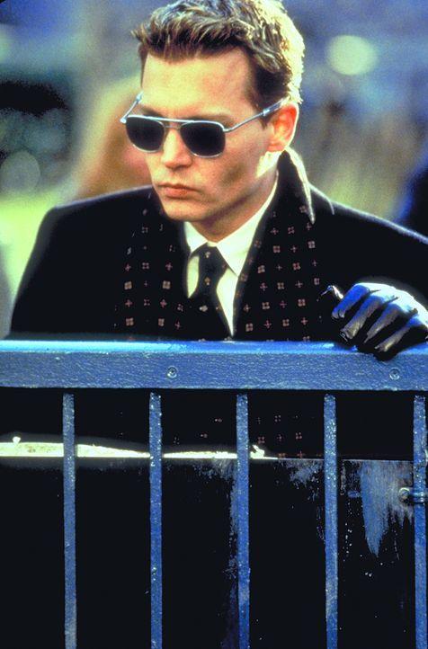 Nur kurze Zeit nach Spencers (Johnny Depp) glücklichen Shuttle-Mission-Heimkehr erleidet sein Kollege einen Hirnschlag und dessen schwangere Ehefrau... - Bildquelle: 1999 New Line Productions, Inc. All Rights Reserved.