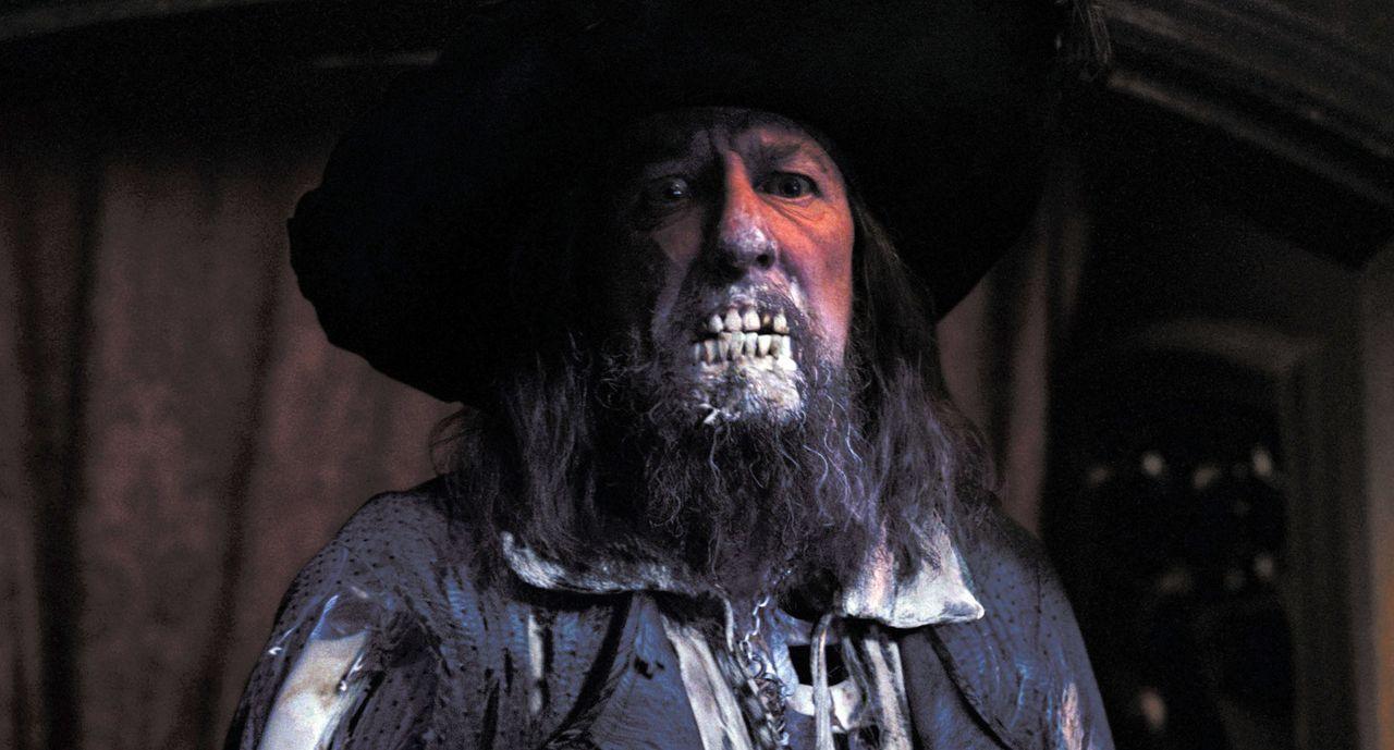 Niemand ahnt, dass auf dem berüchtigten Captain Barbossa (Geoffrey Rush) und seiner Crew ein Fluch lastet. In Wirklichkeit sind sie eine Meute von... - Bildquelle: Disney/ Jerry Bruckheimer